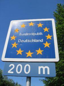 Das Auslieferungsverbot soll deutschen Bürgern vor allem garantieren, dass sie nicht von ausländischen Gerichten rechtsstaatswidrig verurteilt werden.