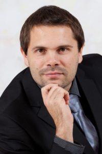 Rechtsanwalt Thomas Hummel ist im Bereich des Verfassungsrechts, insbesondere der Grundrechte, tätig.
